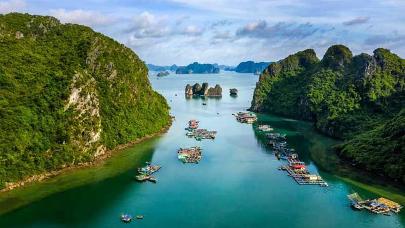 cua va pueblo flotante en halong bay