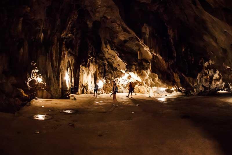 hospital cave isla de cat ba vietnam