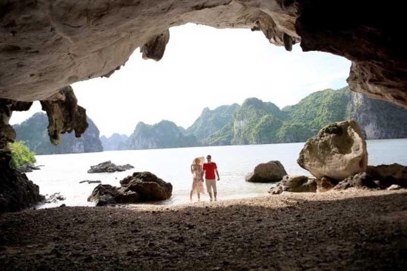tay cave en bai tiu long bay