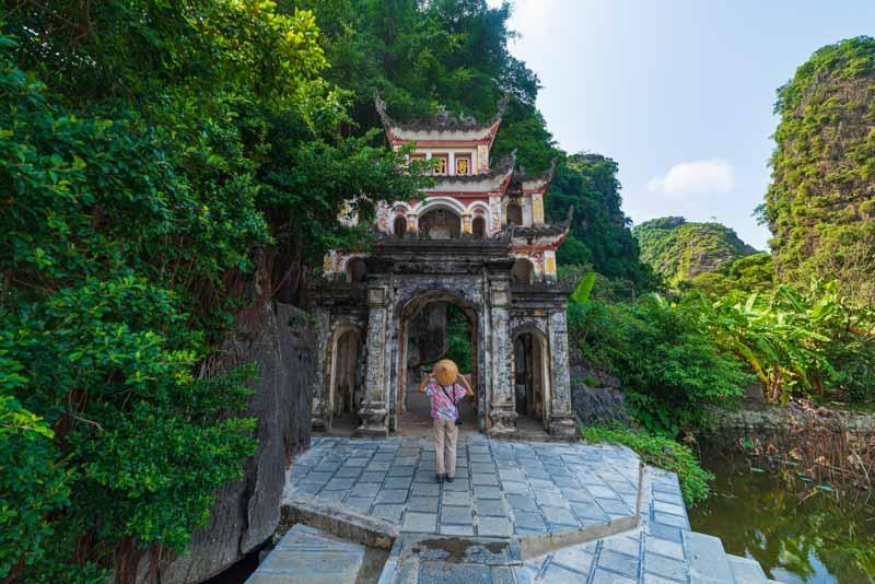 pagoda bich dong en ninh binh, vietnam