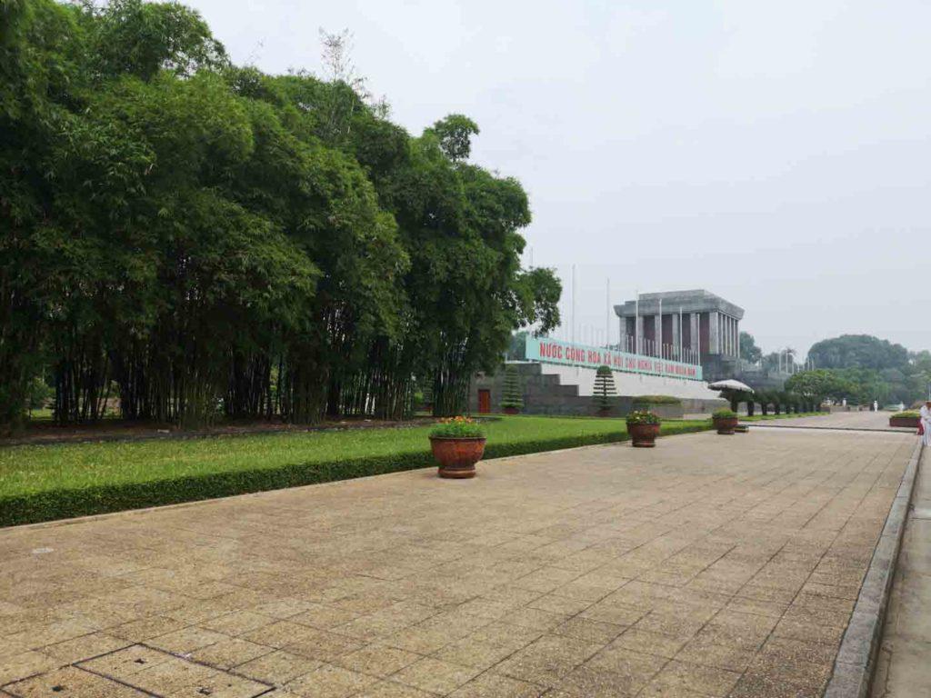 interior del mausoleo de ho chi minh, hanoi vietnam