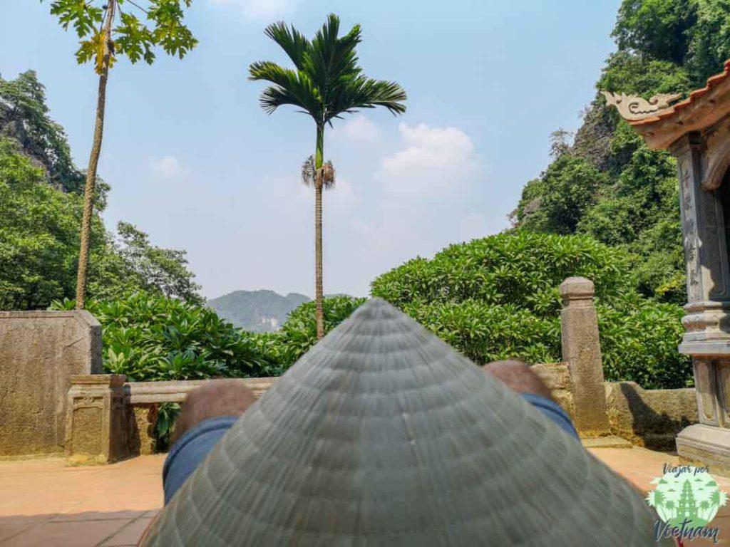 interior de la pagoda bich dong