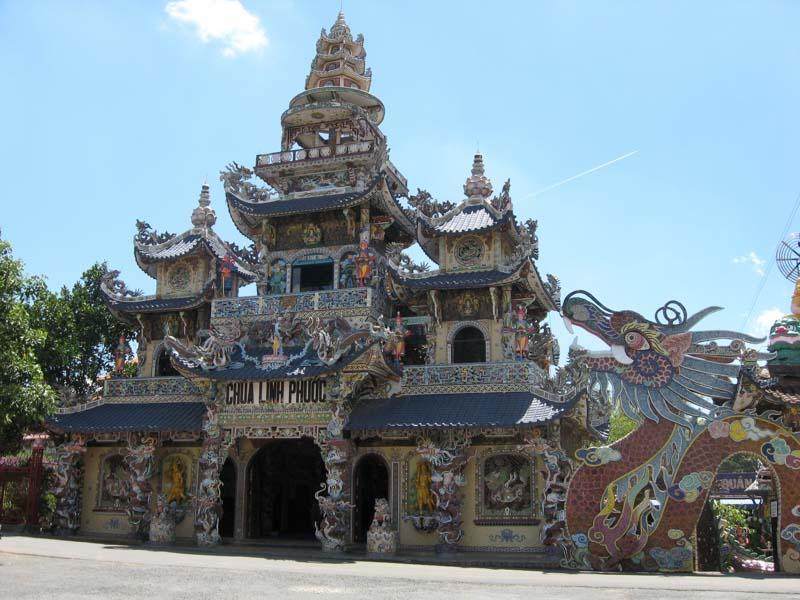 pagoda linh phuoc en da lat