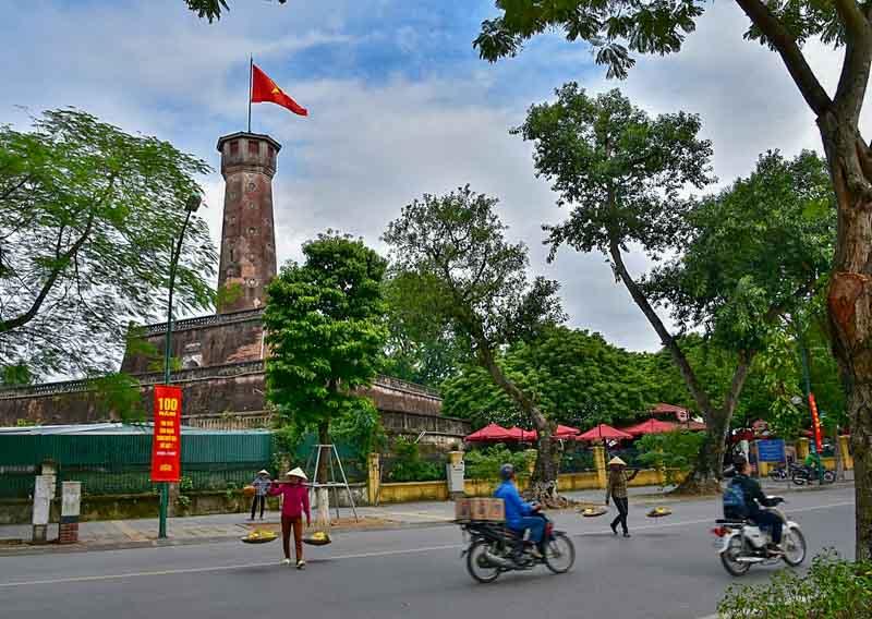 torre de la bandera en hanoi