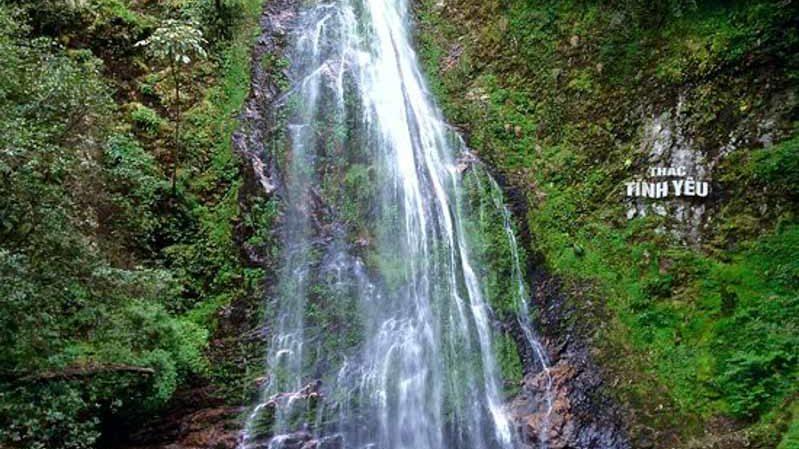 love waterfall en sapa. vietnam