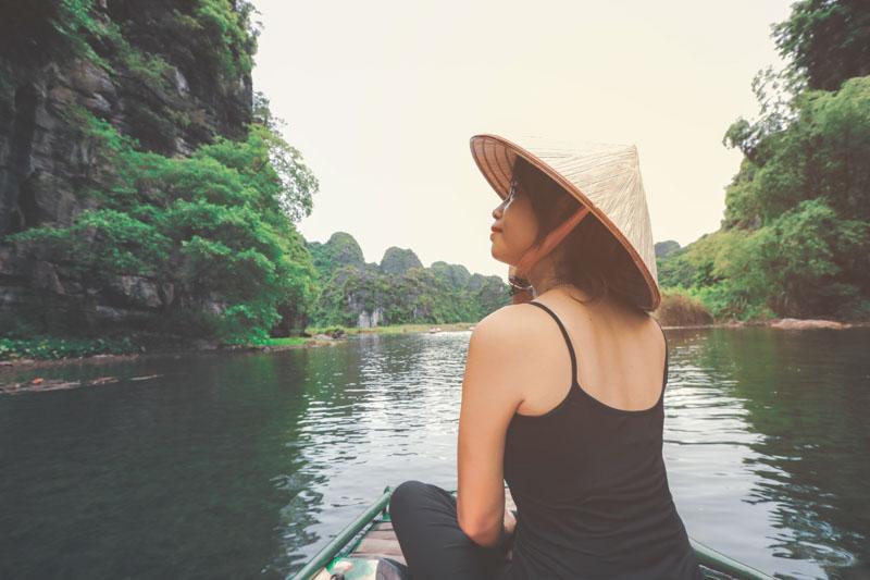 paseo en barca por tam coc, vietnam